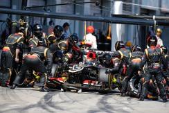 Kimi Raikkonen, Lotus E21 Renault, makes a pit stop