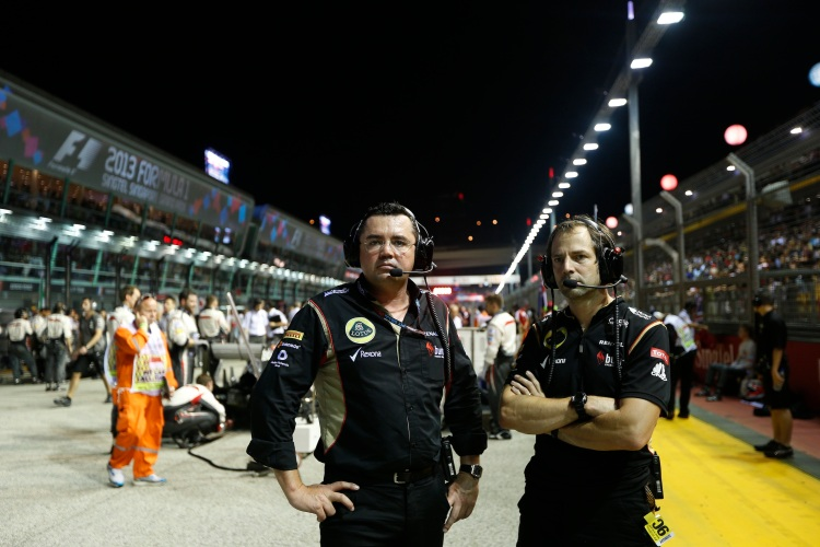 Eric Boullier, Team Principal, Lotus F1 and Cairon Pilbeam, Race Engineer, Lotus F1 on the grid.