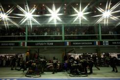 Kimi Raikkonen, Lotus E21 Renault makes a pit stop.